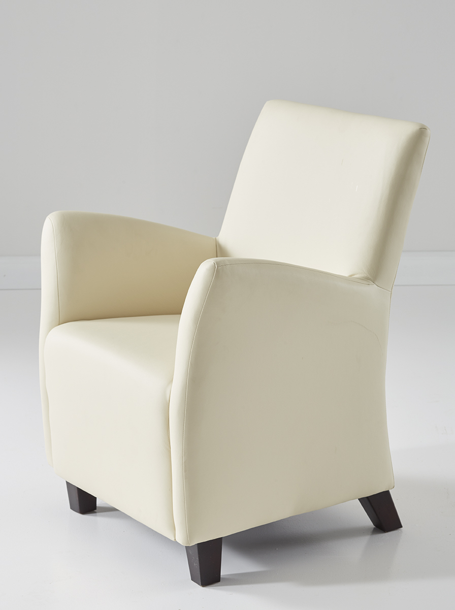Weißer Sessel seitlich