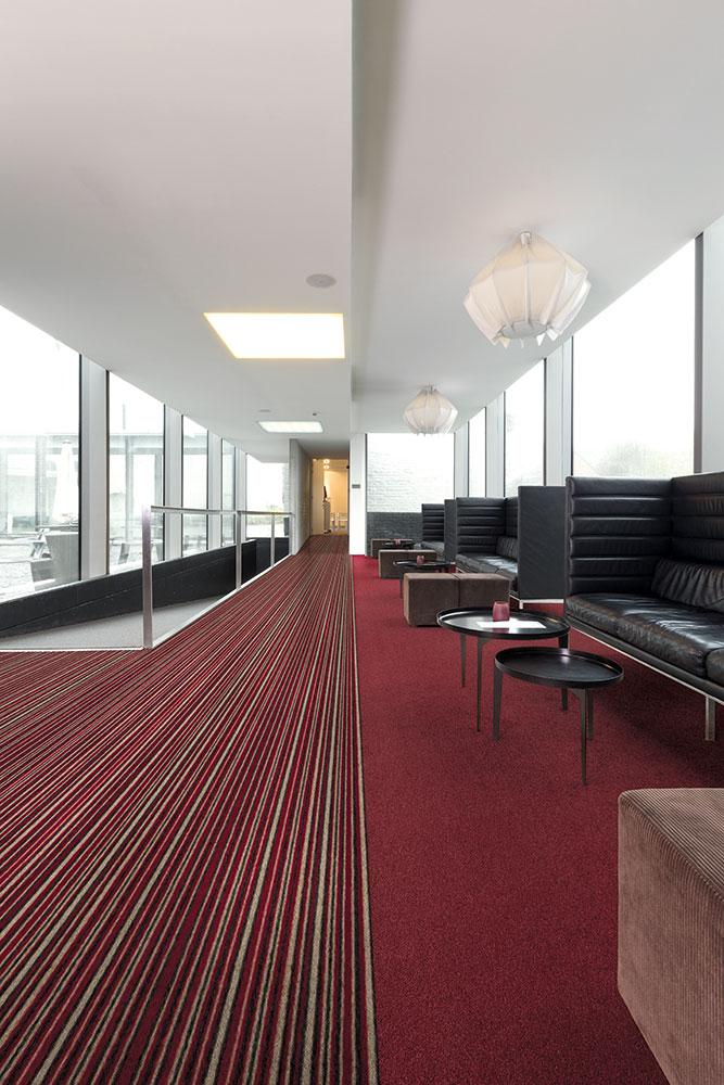 Moderner Teppichboden in Hotellounge
