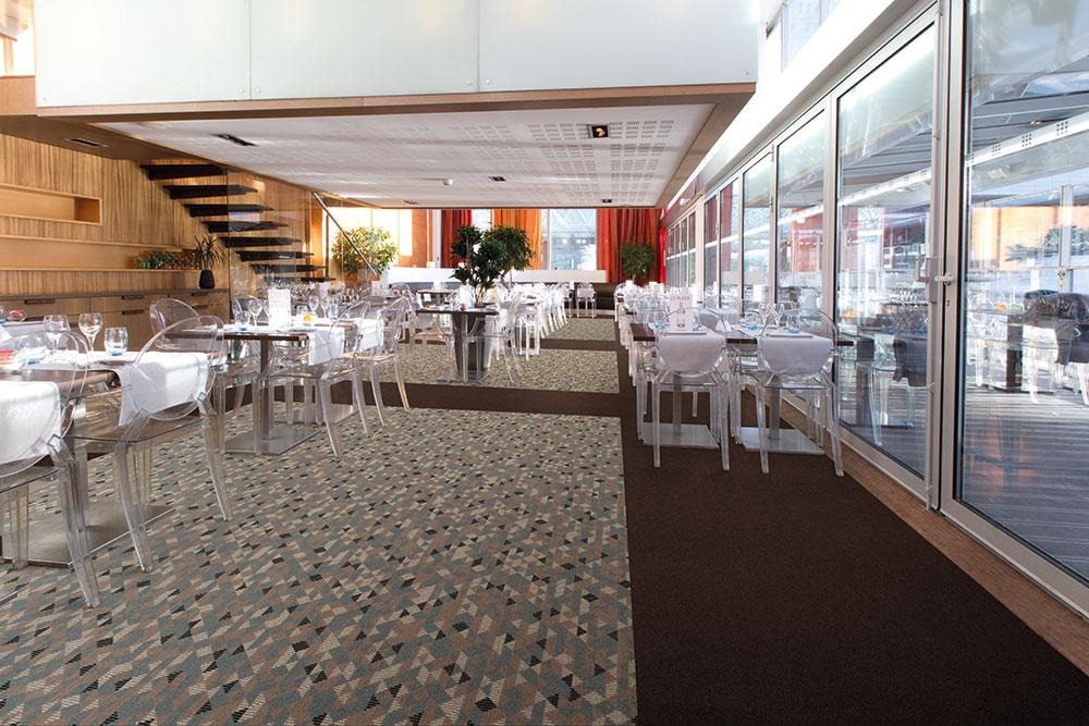 Elegante Hotellounge mit Teppichboden