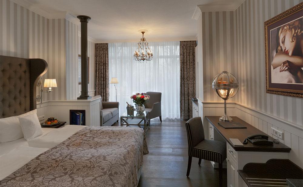 Schöne Hotelzimmereinrichtung in Beige