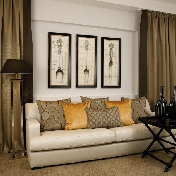 Schickes Sofa in Hotelzimmer