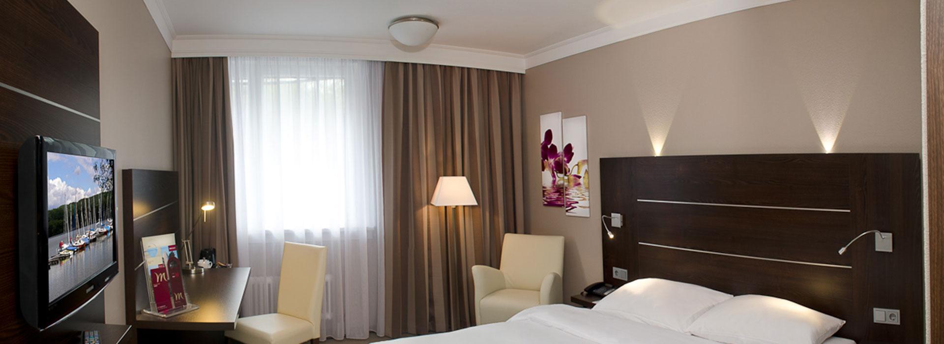 Breite Aufnahme von Hotelzimmereinrichtung