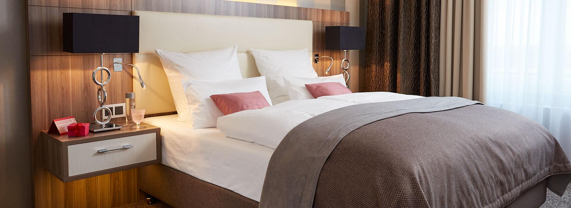 Schönes Hotelbett