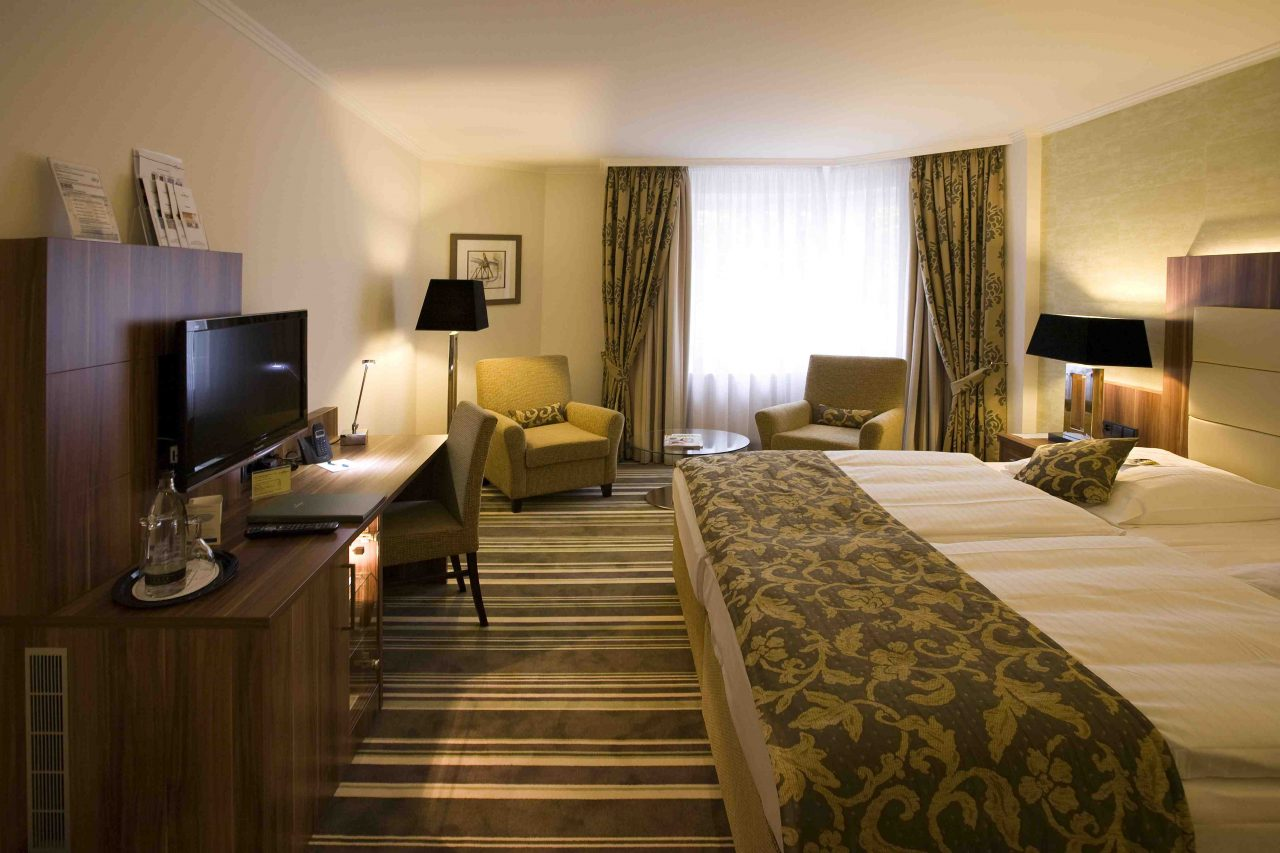Schicke Hotelzimmereinrichtung im Hotel Boettcherhof