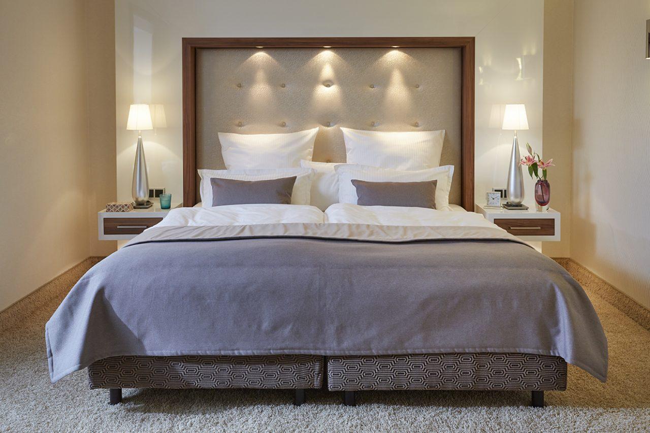 Bett in der Suite im Hotel Boettcherhof