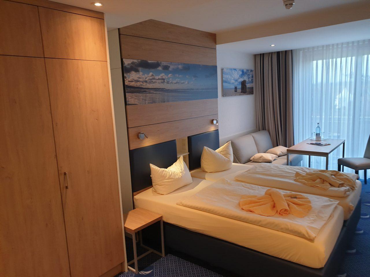 Zwei Einzelbetten in Hotelzimmer im Hotel Seeklause